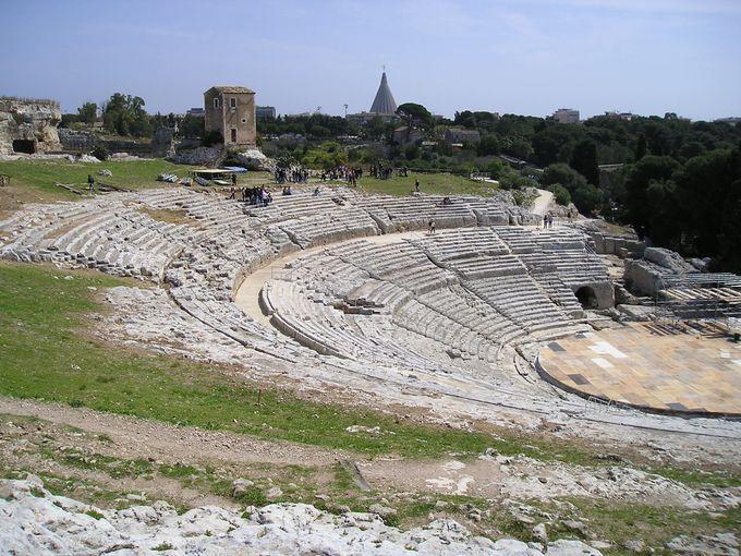 シチリア島で最大規模を誇る円形劇場!シラクーサのギリシア劇場