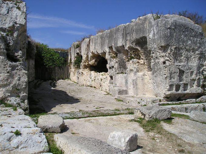 ギリシア劇場背後にも遺構は続く