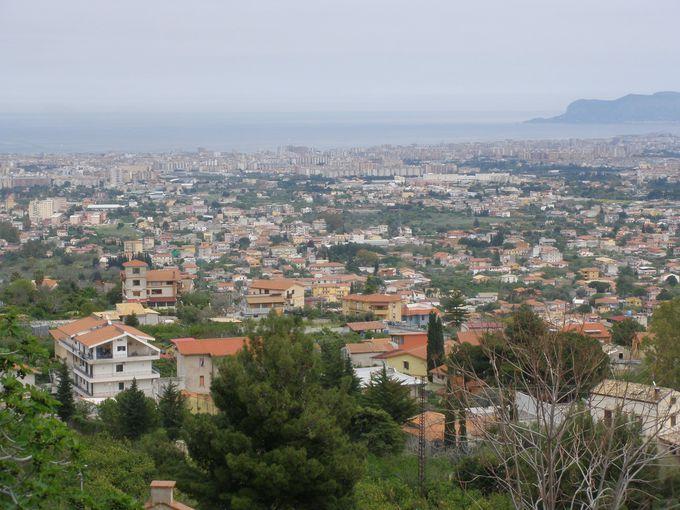 コンカ・ドーロ盆地からパレルモ、そして地中海まで見渡せる見晴らし台