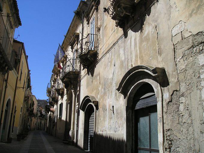 イブラ地区はバルコニー装飾の美しい下の町「ラグーザ・インフェリオーレ」