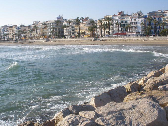 開放的な眺めの海岸通りで、地中海の風に吹かれよう!