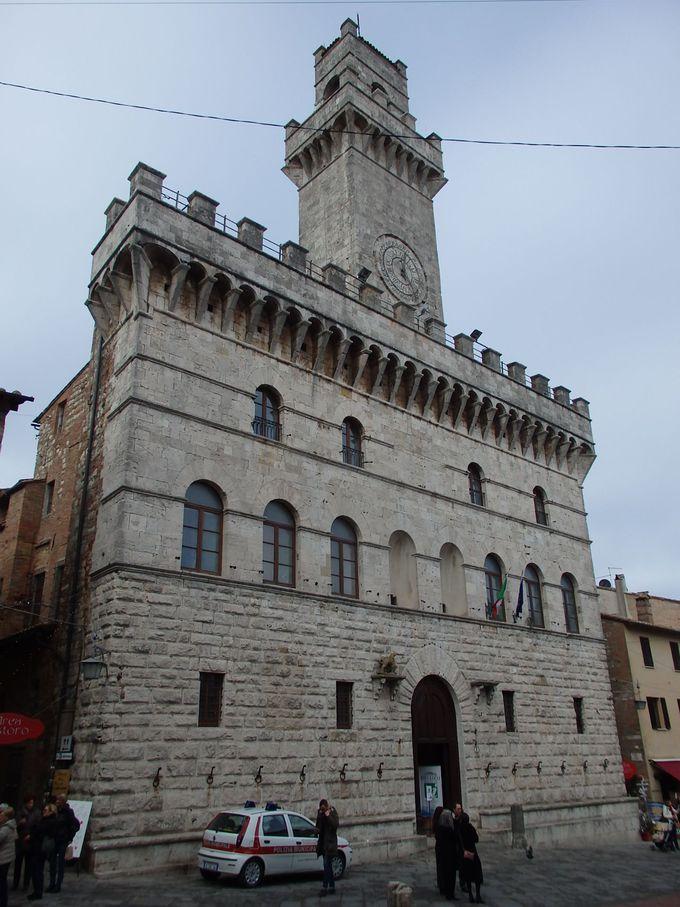 テラスと塔からの眺めが素晴らしい市庁舎