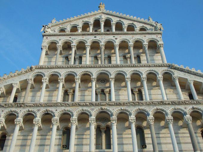 壮麗で最大の聖堂・ピサロマネスク様式のドゥオーモ
