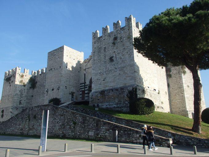 堅牢な城壁で囲まれた皇帝の城!城壁上からの素晴らしい眺めを楽しもう!