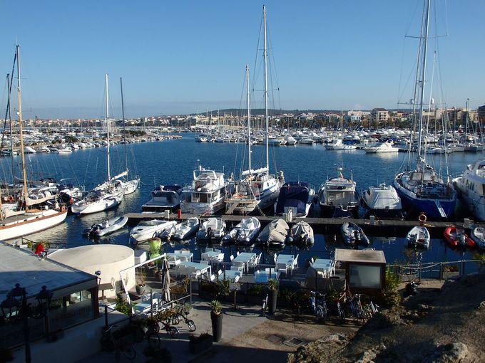 マリン・リゾートとして人気が出てきた港町・アルゲーロ