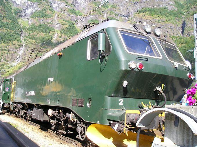 ミュルダールとフロムを結ぶ山岳鉄道のフロム鉄道