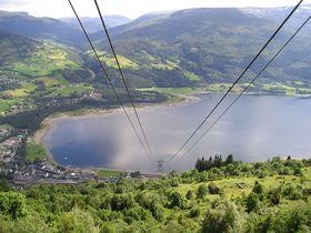 ノルウェーの美しい山と湖が楽しめるヴォス!フィヨルドクルーズへの中継地
