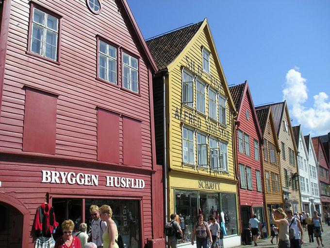 港に面して木造家屋の建ち並ぶブリッゲンは世界遺産