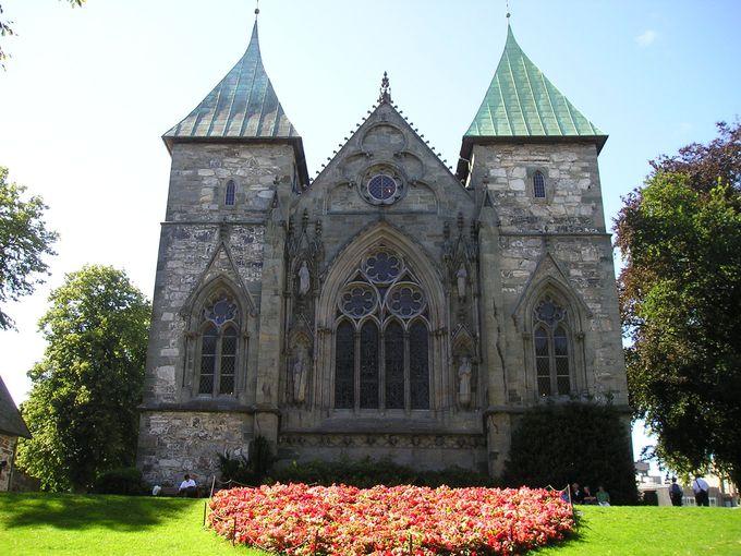 石造りの堂々たるスタヴァンゲル大聖堂