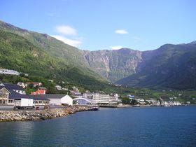 ノルウェー・ハダンゲルフィヨルド周辺で雄大な自然美を満喫!落差182mの豪快な滝とは?