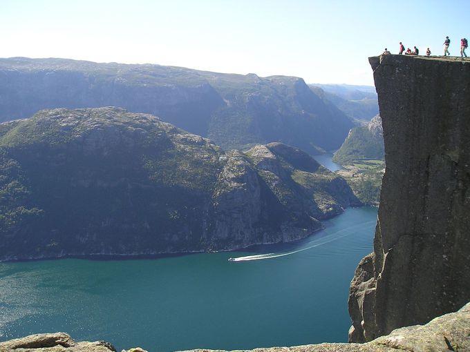 足が竦む!約600メートルもある断崖絶壁のプレーケストーレン