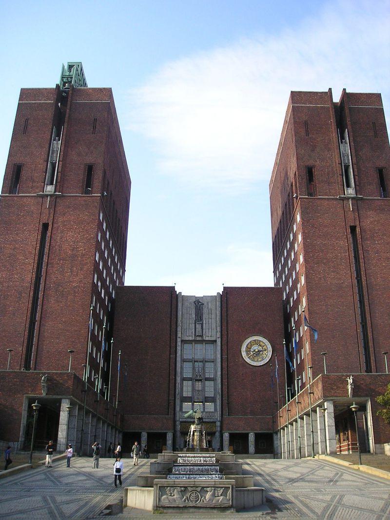 ヨーロッパ最大という大きな油絵のある市庁舎!ノーベル平和賞授与式にも利用