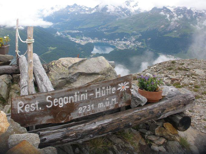 セガンティーニ・ヒュッテからサンモリッツ湖を見下ろそう
