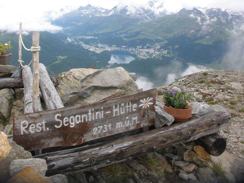 スイス・エンガディンの絶景を一望!セガンティーニ・ヒュッテへのハイキング