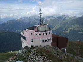 スイス・高原のリゾート地「ダヴォス」療養地としての爽やかな空気を存分に!