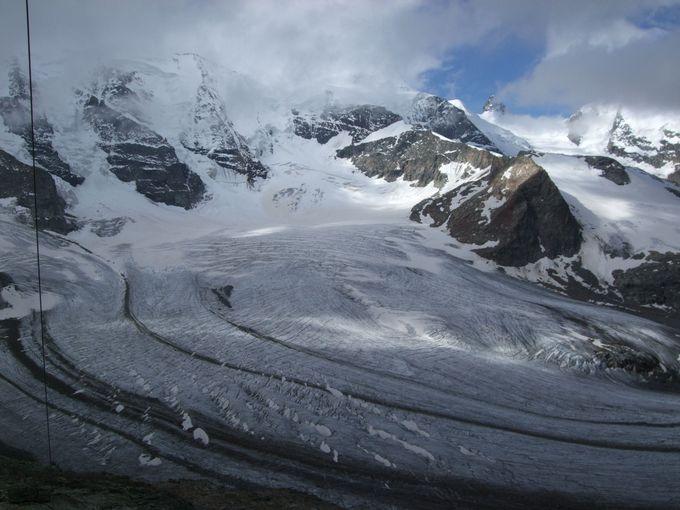 ディアヴォレッツァ展望台から眺める氷河と山並み