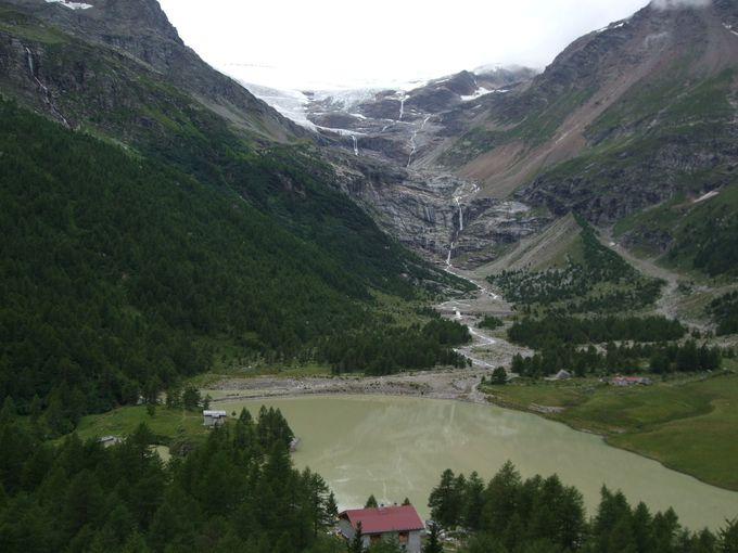 アルプ・グリュムから眺めるパリュー氷河と湖