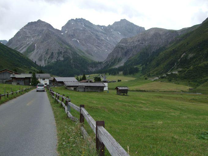 ヤコブスホルンからセルティック村へお花畑の中をハイキング