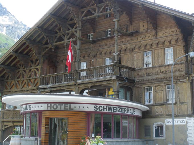 マローヤの歴史そのもの!峠のホテルの素晴らしい建物に魅せられて