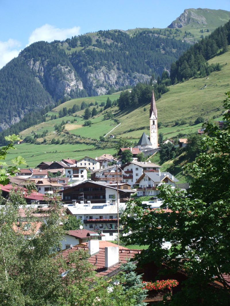 風光明媚なナウダース村!スイスとオーストリアを結ぶ景勝ルートの渓谷美を満喫