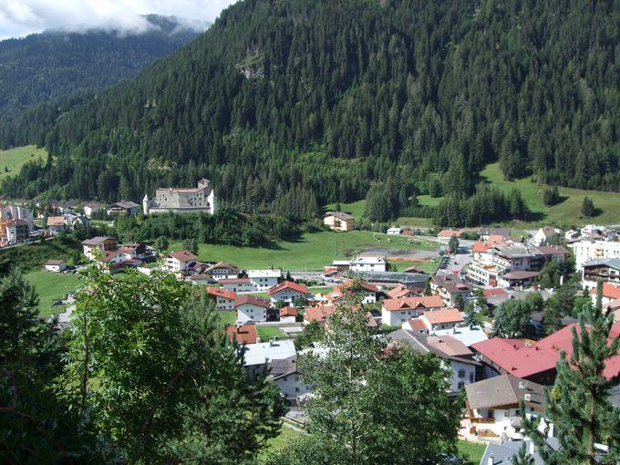 教会やお城を一望しながら歩くハイキングコース