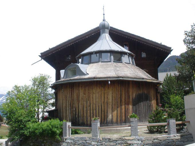 可愛らしい特徴的な建物は「セガンティーニのアトリエ」