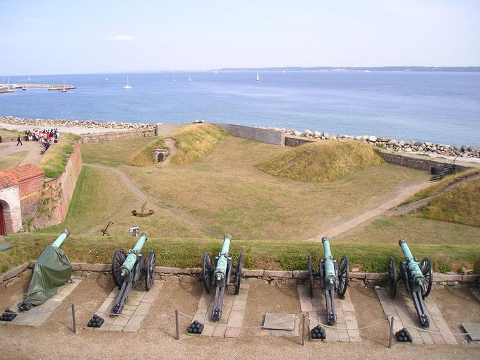 海に向かう大砲も当時のまま?