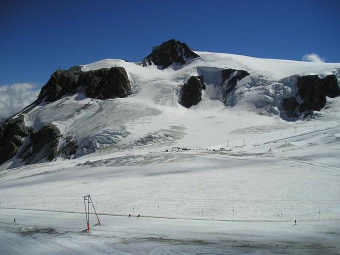 ロープウェイで簡単アクセス!プラトー・ローザの大氷河を前に