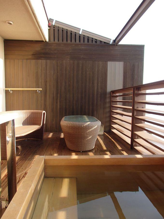 お部屋で海を眺めながら楽しむ露天風呂