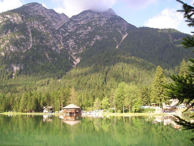 ひっそりと山の中に佇むドッビアーコ湖