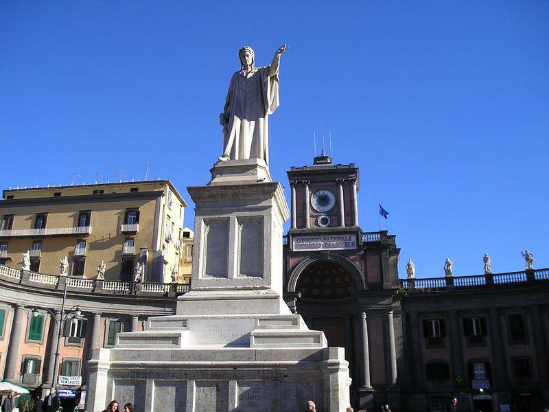 陽光溢れる南イタリアのナポリ!世界遺産の旧市街「スパッカ・ナポリ」