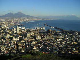 港町「ナポリ」は南イタリア最大の都市!人情味溢れる町並みに紛れる見所