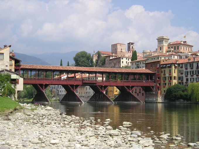 町のシンボル「ヴェッキオ橋」は一番の見所!