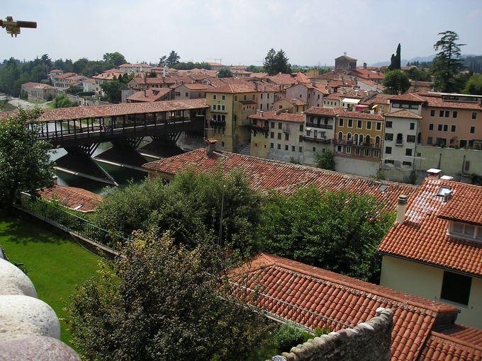 高台から眺める赤煉瓦の美しい町並み