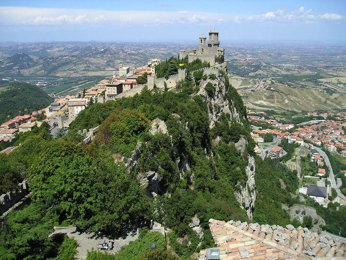 一番の見所は断崖上の3つの城砦