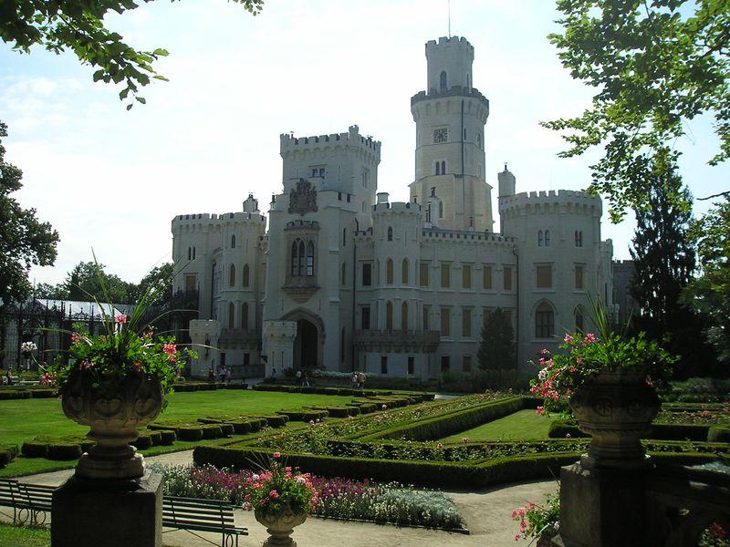 ボヘミア王国の忘れ形見!チェコで最も美しい城「フルボカー城」
