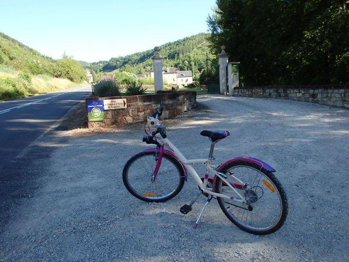 自転車は乗り放題で、隣村まで快適サイクリング