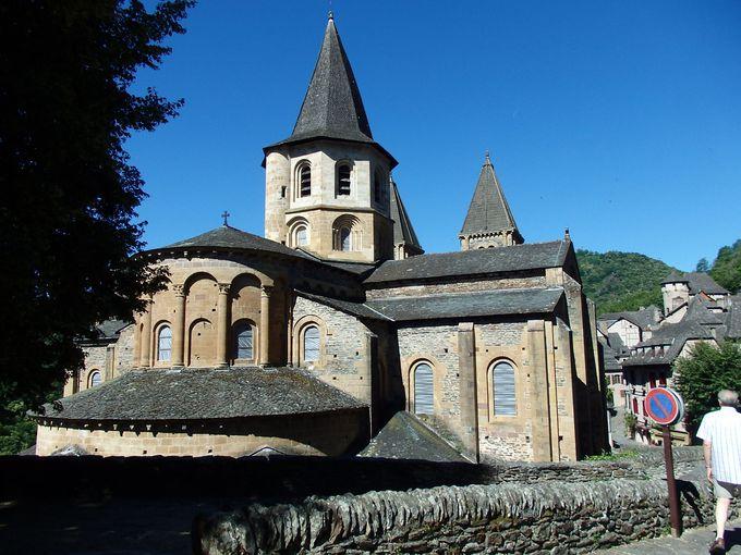 巡礼者が目指すサント・フォワ教会は世界遺産