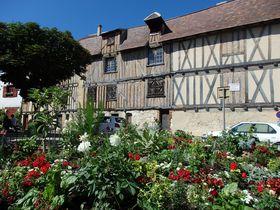 仏・ドルドーニュ河畔の町「ベルジュラック」名産のワインやフォアグラが溢れる情緒ある町並み