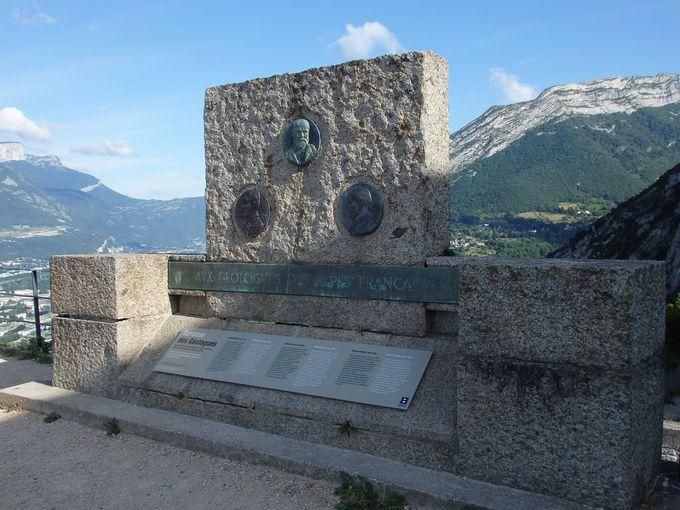 城塞のてっぺんにあるモニュメント
