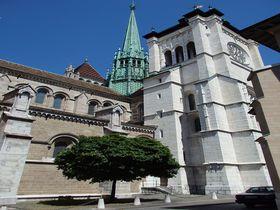 スイスの国際都市ジュネーヴを一望!「サン・ピエール大聖堂」塔からの眺めが最高