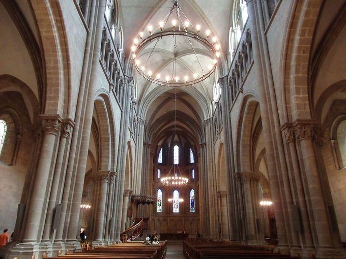 大聖堂内にはカルヴァンの座った椅子も