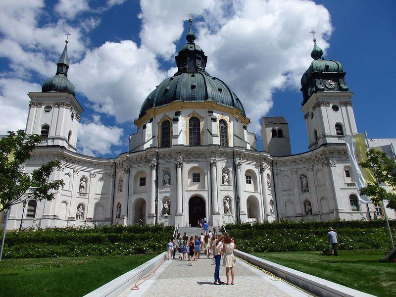 ドイツ・バイエルン地方の秘宝「エッタール修道院」!華麗な装飾で溢れる教会