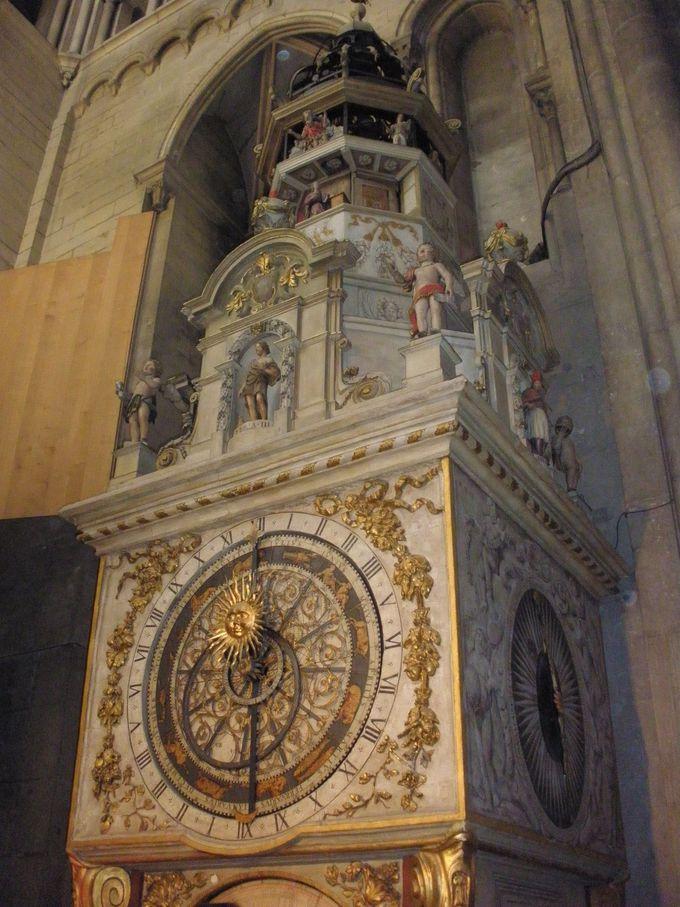 仕掛け時計が必見!「サン・ジャン大司教教会」