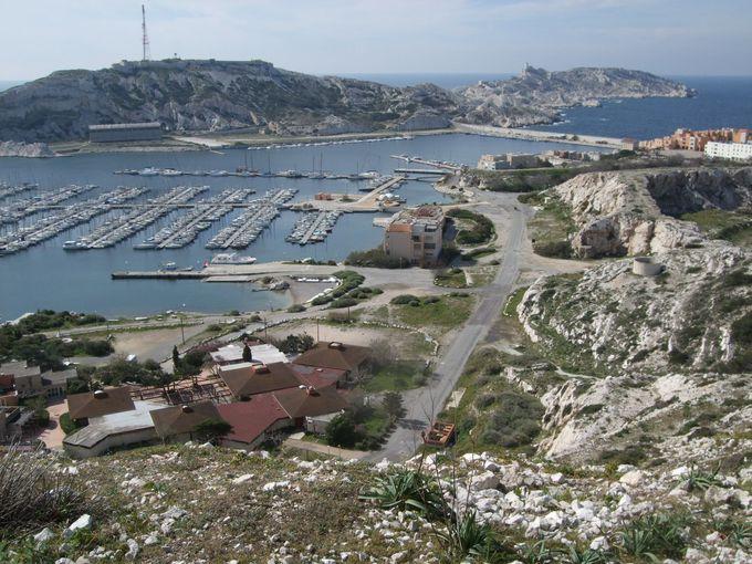 マルセイユの旧港から20分、フリウル島に到着!