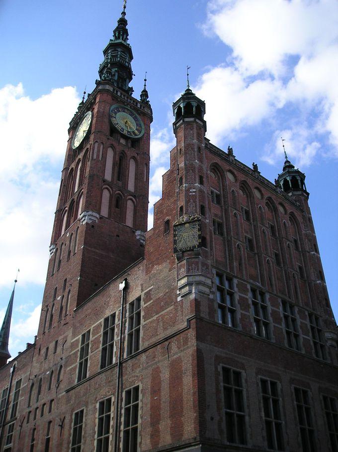 時計塔のある市庁舎が町歩きの目印に!