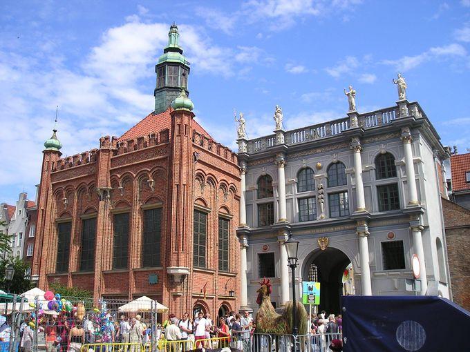 旧市街への入り口・3つの建造物を通って