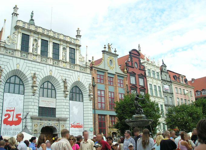 旧市街の中心地「ドゥウーギ広場」