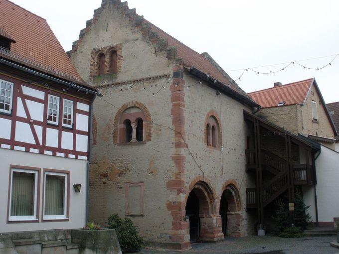 歴史的建造物の一つ「ロマニシェス・ハウス」