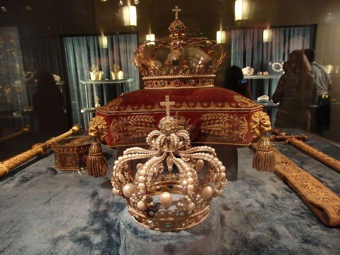 宝物館には、王家の宝物がオンパレード!